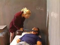 Hot blonde jailer sucks off convict