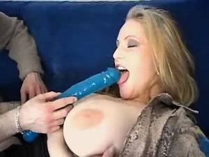Busty cowbabe tries new long dildo