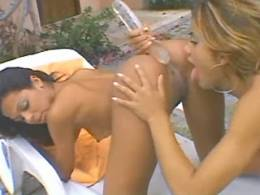 Blond lezzie gets wild cunt massage
